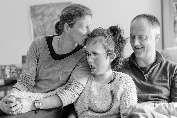 Lotte (m) met haar ouders.