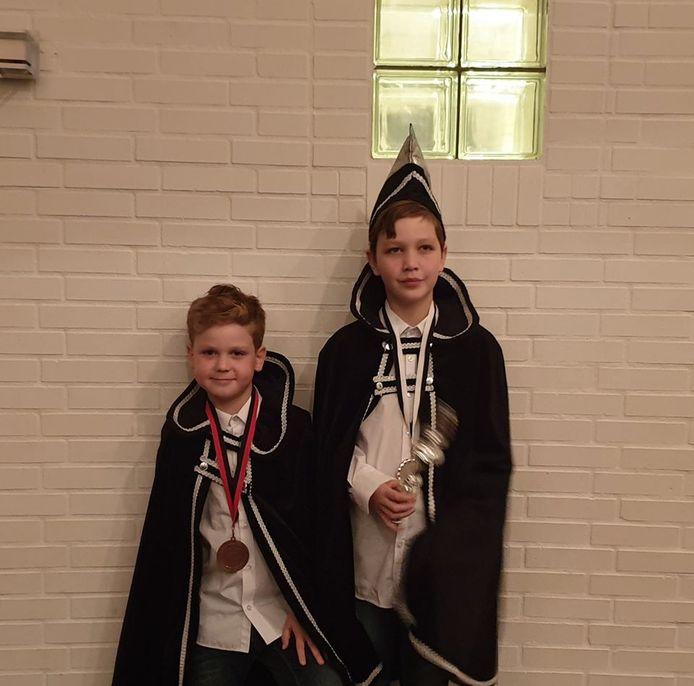 De broers Dean en Quinn van Hoogen als adjudant en prins van De Kruud'n Stampers.