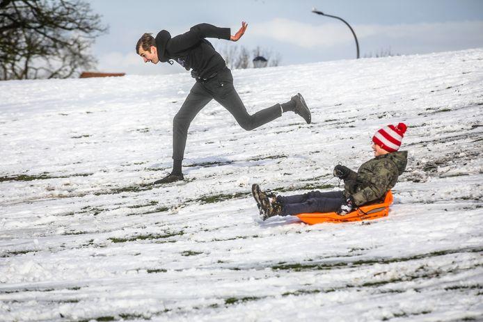sneeuwpret Brugge: het moment voor de valpartij