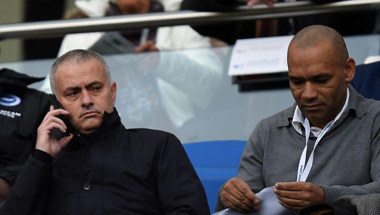 Jose Morais (rechts) aan de zijde van José Mourinho. Beeld AP