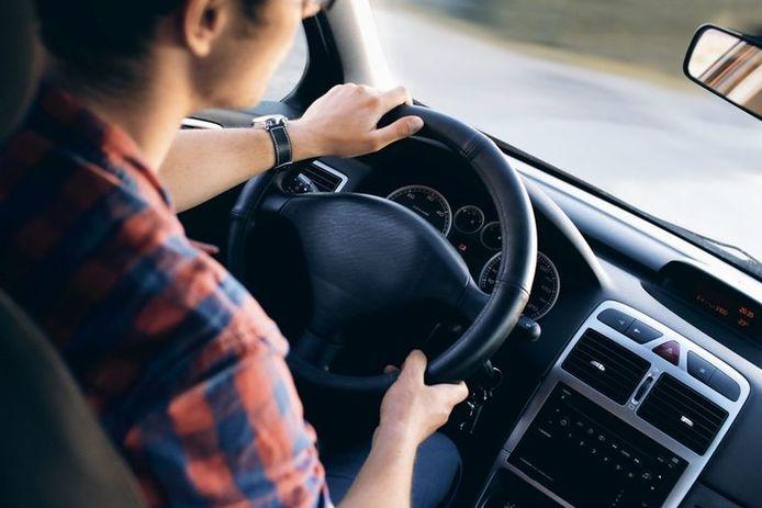 Pourquoi les jeunes doivent payer plus pour leur assurance auto?