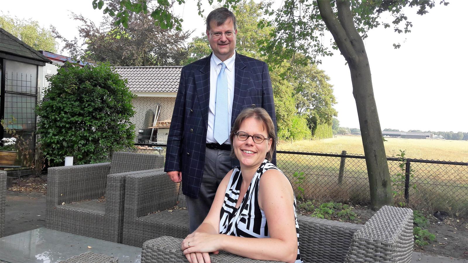 Het notarispaar Rob en Janet Vlemmix-Elting voelt zich helemaal thuis in De Moer.