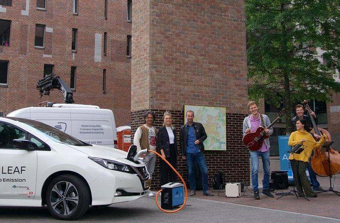 In juni was er op het station in Breda een presentatie van de AriQon waarbij de box gebruikt werd om stroom te leveren aan de geluidinstallatie van een bandje.