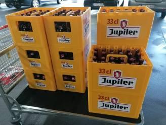 """PROMOJAGERS SUPERTIP. """"Amper 10 euro voor bak Jupiler (33cl) en je krijgt er gratis EK-gadgets bij"""""""