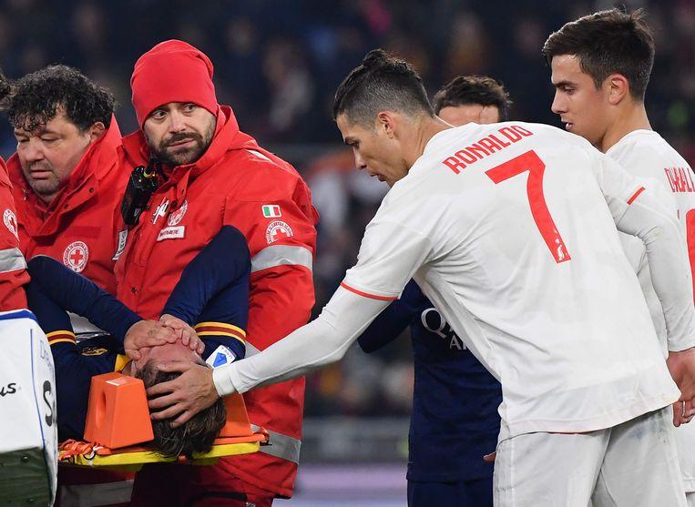 AS Roma verloor ook Zaniolo, die per brancard afgevoerd werd.