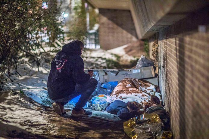 Winter 2021: Het Leger des Heils is in de bittere kou op zoek naar daklozen.