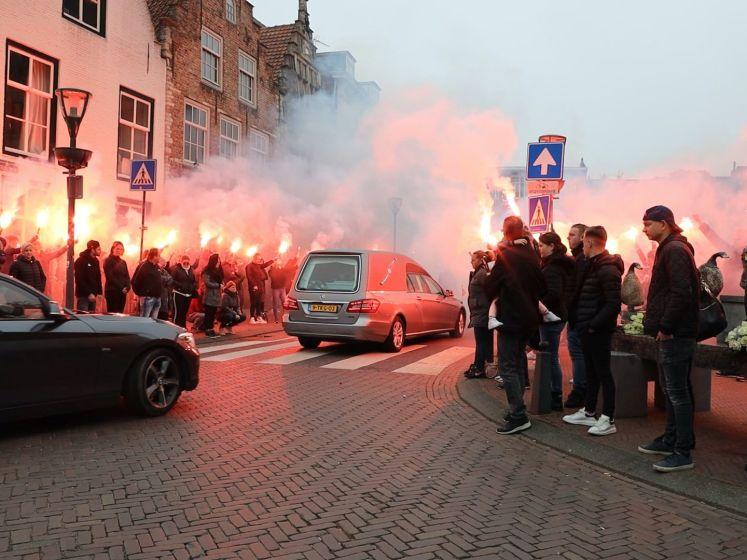 Indrukwekkende erehaag voor Elkin Koole op Markt in Hulst