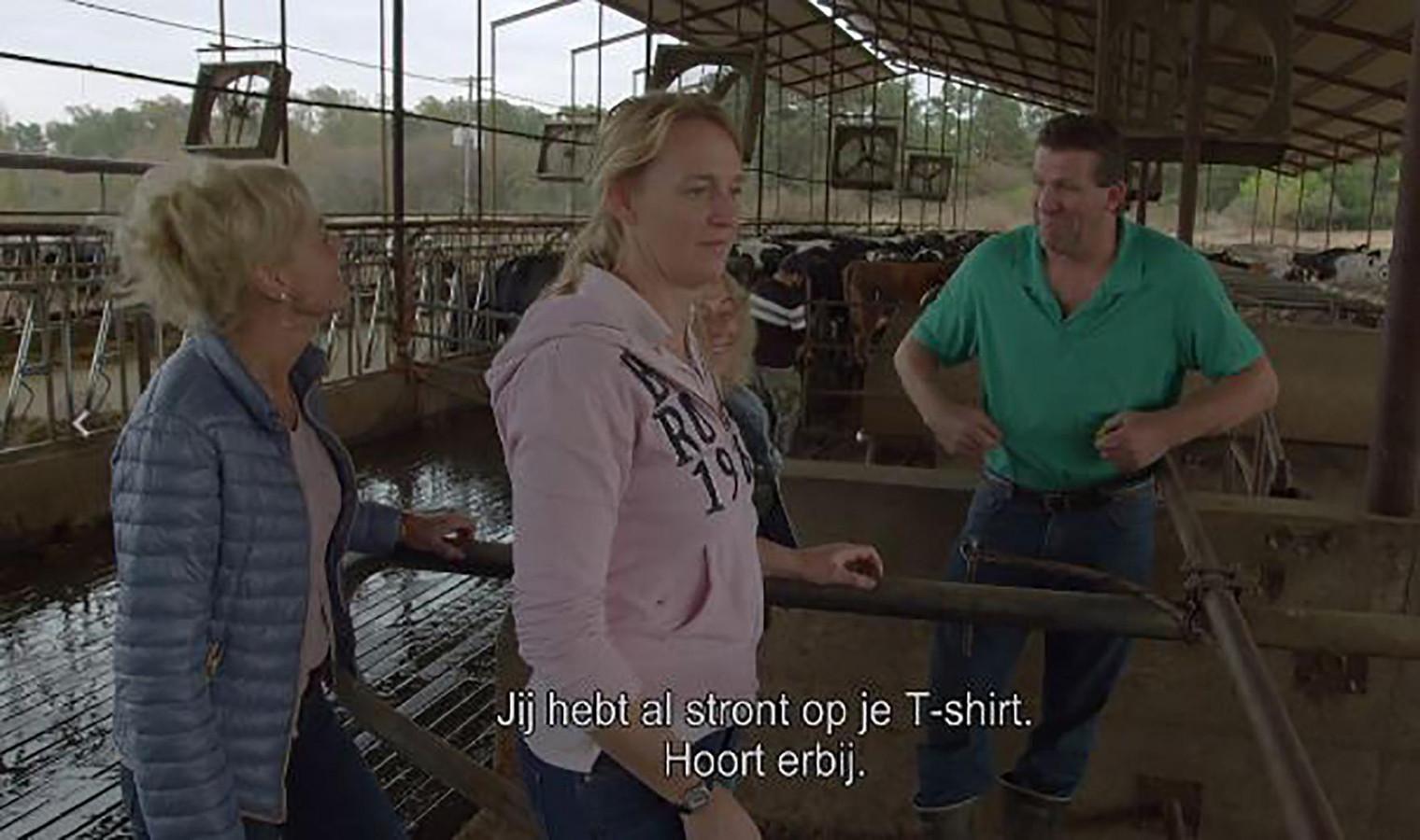 Boer Olke met links in beeld Sandra. De twee zijn zondag zoenend te zien bij Boer zoekt Vrouw.