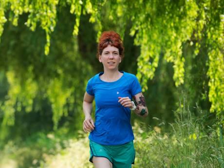 Veenendaalse Sanne rent 12 marathons in 12 provincies in 12 maanden: 'Ik kom op de gekste plekjes uit'