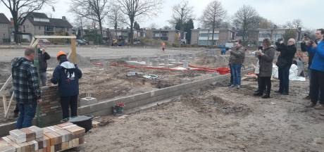 Eerste steen voor nieuwe sporthal in Kaatsheuvel