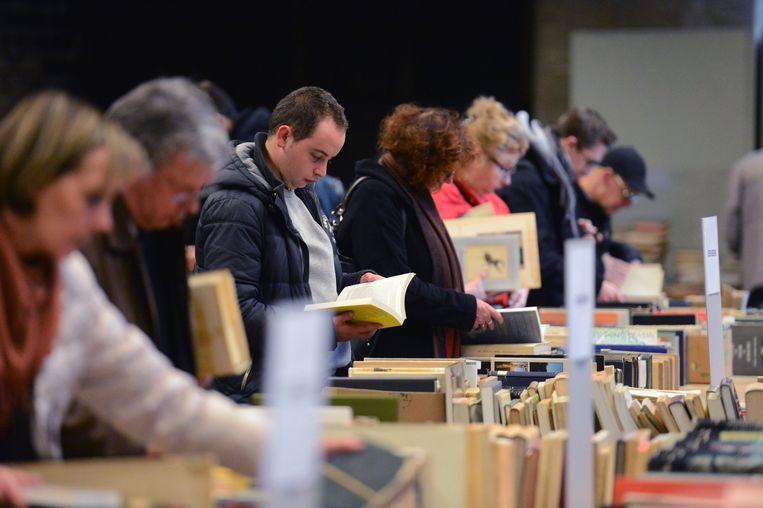 Illustratie - Tijdens de verwendag van de bib kun je ook boeken aankopen.