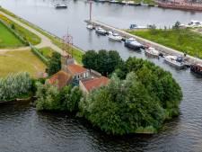 Harderwijks visitekaartje voor boottoeristen oogt vervallen: 'Gelukkig staan er bomen omheen'