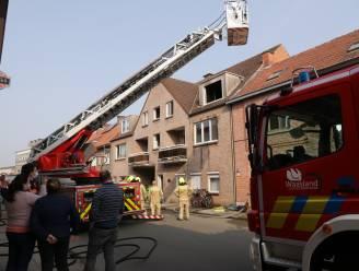 Bewoners bevangen door rook bij felle appartementsbrand