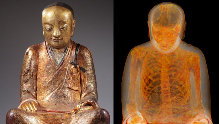 Het beeld dat Van Overeem in de jaren negentig kocht en een scan waarop de menselijke resten duidelijk te zien zijn. Beeld Drents Museum