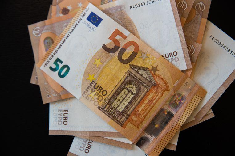 De vrouw betaalde telkens met biljetten van 50 of 100 euro, maar nam het geld vervolgens terug.