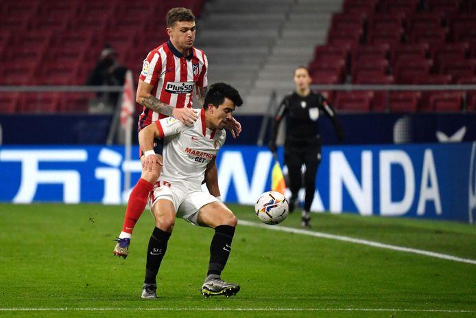 Kieran Trippier (l) in actie tegen Sevilla.