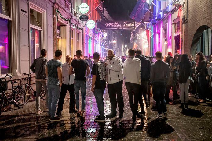 Breda heeft als proef een viertal 'gastheren' in de stad staan in het uitgaansgebied.