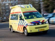 Motorrijder zwaargewond na botsing met tractor op Westkanaaldijk