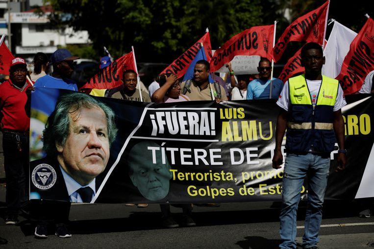 Protest in Panama bij een recent bezoek van Luis Almagro. De OAS-baas maakt zich met zijn uithalen naar dictatoriale regimes niet overal geliefd in Latijns-Amerika. © EPA  Beeld EPA