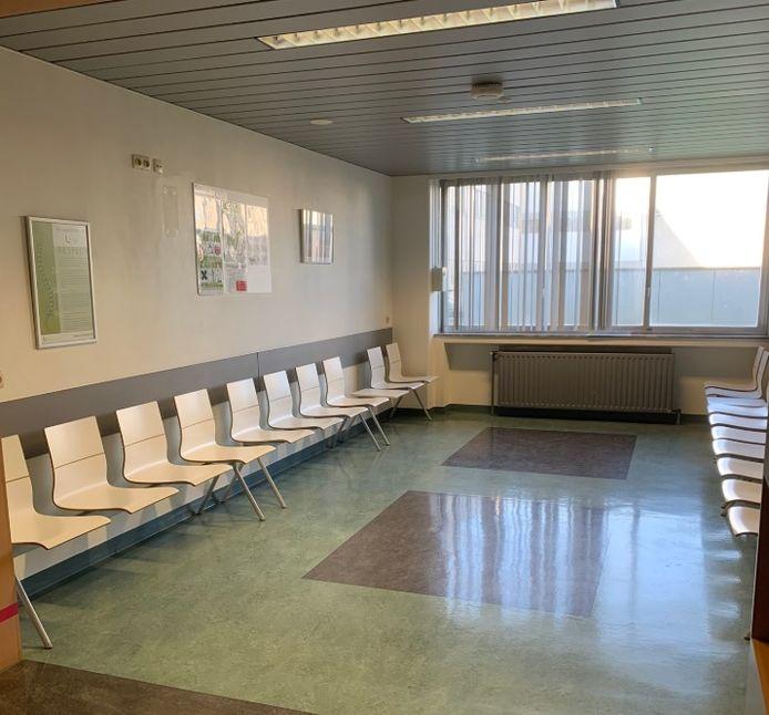 Een lege wachtzaal in het UZ Brussel.