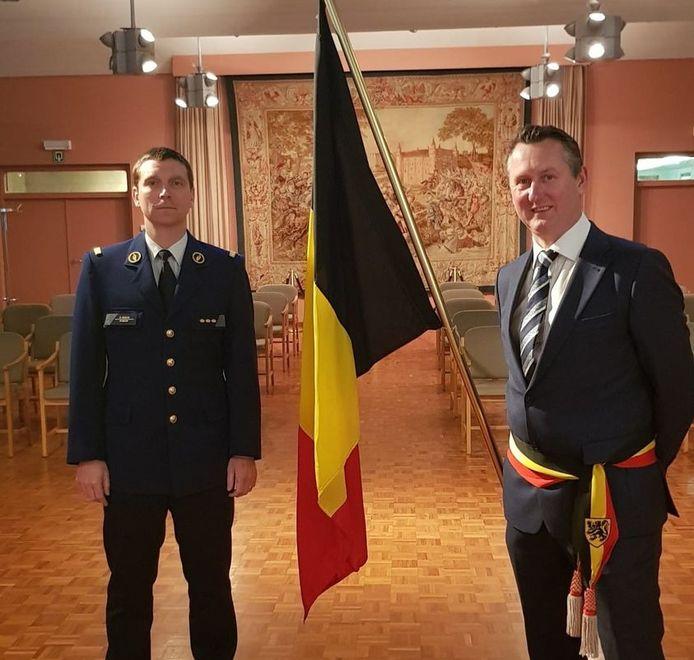 Kersvers korpschef politiezone Midow Ruben Depaepe en burgemeester van Ingelmunster Kurt Windels.
