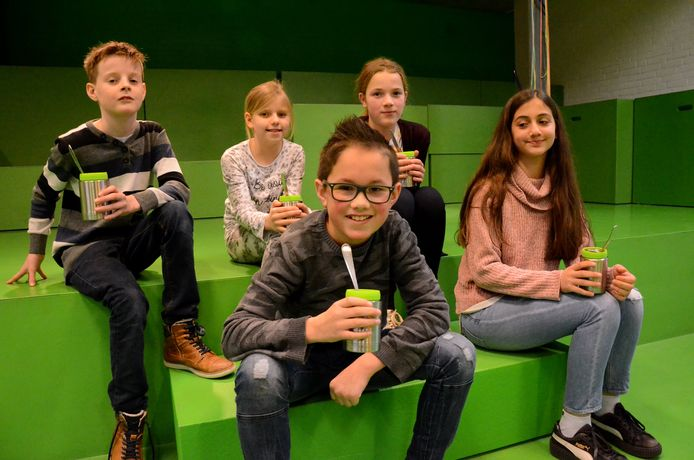 De leerlingenraad van De Vijf Hoeven hielp met het kiezen van de soep. 'Spinazie was groene drap, maar wel heel lekker.'
