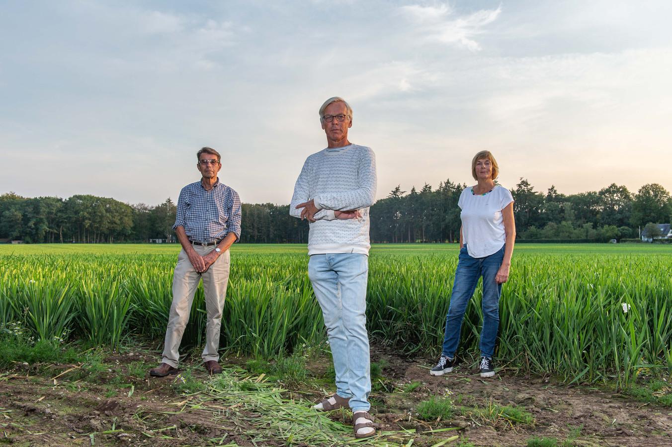 Tegenstanders van de bollenteelt in Wenum Wiesel deden afgelopen zomer hun beklag over de gevolgen voor de natuur.