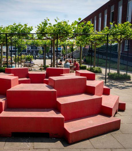 De felgekleurde kunstwerken op het schoolplein van Westeraan zijn er niet om alleen naar te kijken