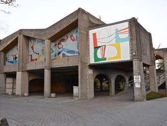 Nieuw zwembad blijft op Oosthove, stad investeert elf miljoen euro en brengt stadszaal in zelfde nieuwbouw onder