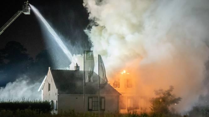 Politie: grote brand in kantoorboerderij De Bilt waarschijnlijk aangestoken