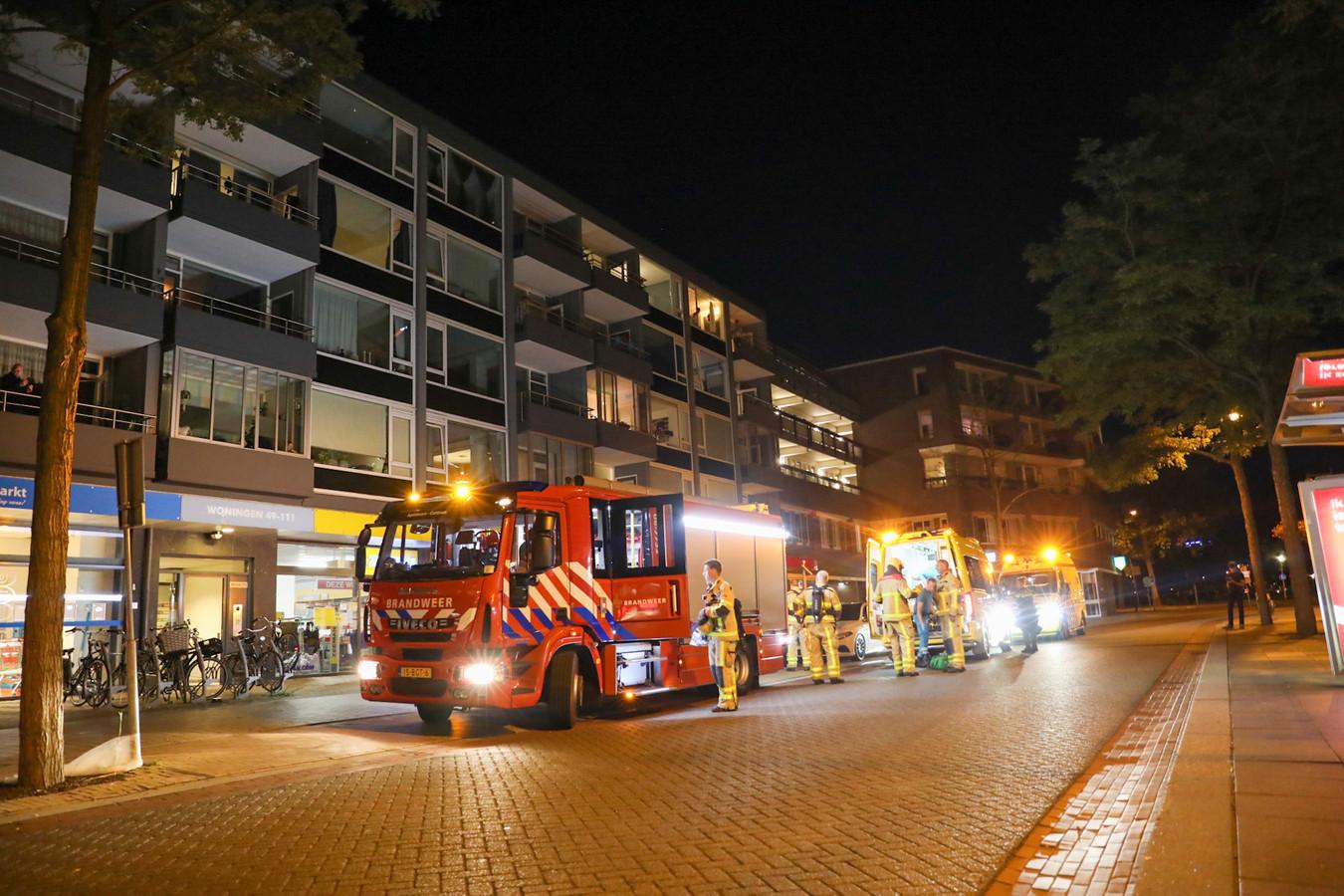 De brandweer, politie en ambulance rukten woensdagavond uit naar een appartementencomplex aan de Hofstraat in Apeldoorn.