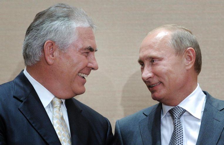 Minister van Buitenlandse Zaken van de VS Rex Tillerson en president Poetin in 2011 Beeld ap