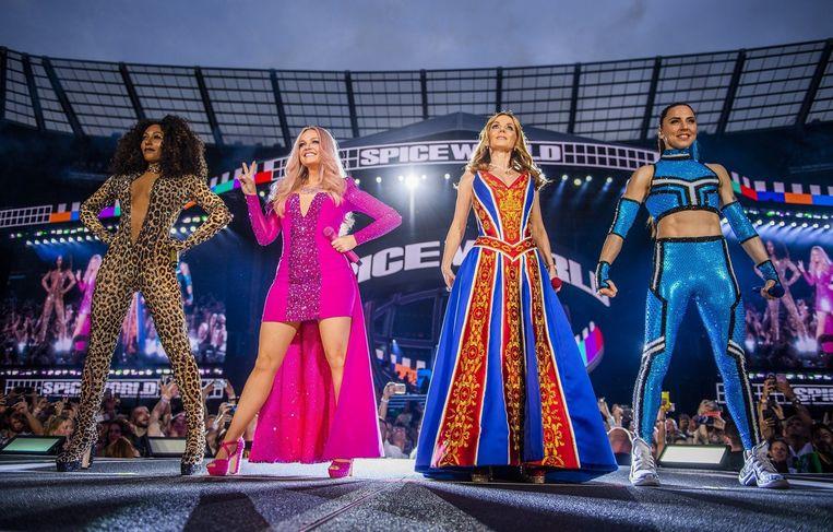 De Spice Girls (zonder Victoria Beckham) op tournee
