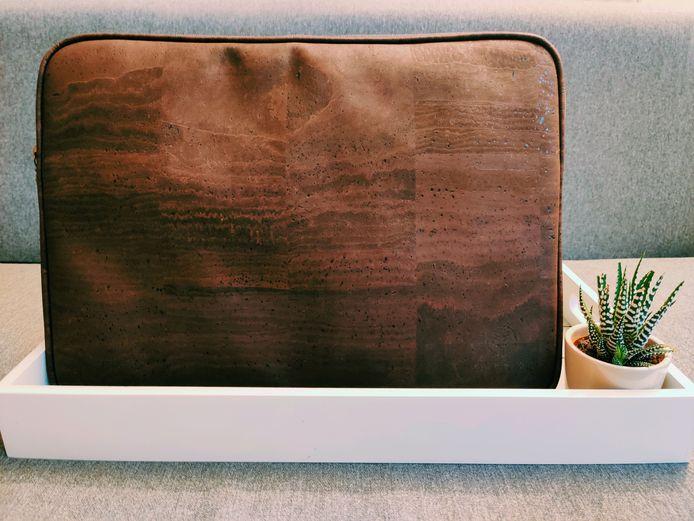 Kurk'n is een onderneming die laptopsleeves produceert, vervaardigd uit kurkleder.
