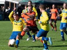 Voetbaloverzicht: Buren geeft BZS voetballes, eerste nederlaag voor Theole