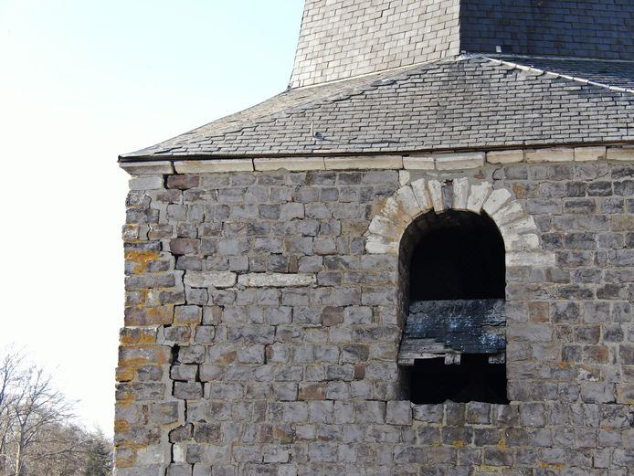 De kerktoren dreigt in te storten