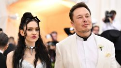 25 minuten per dag gillen & meer: de bizarre 'gezonde' gewoontes van Grimes, de vriendin van Elon Musk