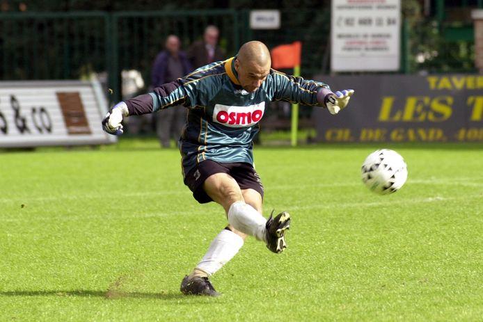 Didier Bargibant in 2000 als doelman van KV Oostende, dat toen was gedegradeerd naar derde klasse.