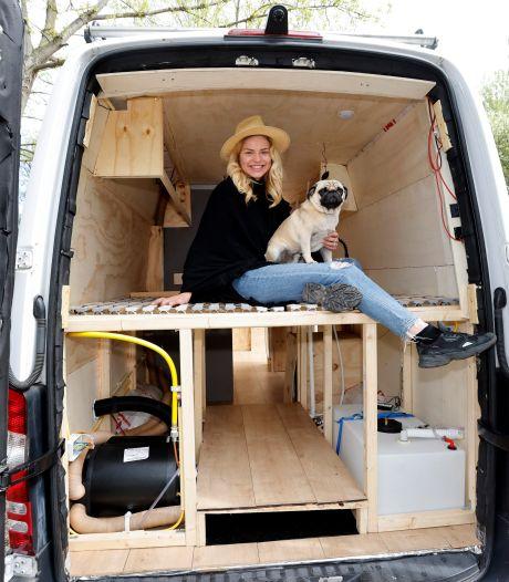 Amber (22) verkocht haar huis en trekt straks in zelfgebouwde camper door Europa