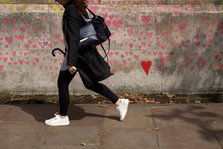 Hartjes herdenken de vele Britse covidslachtoffers in Londen. Beeld Getty Images