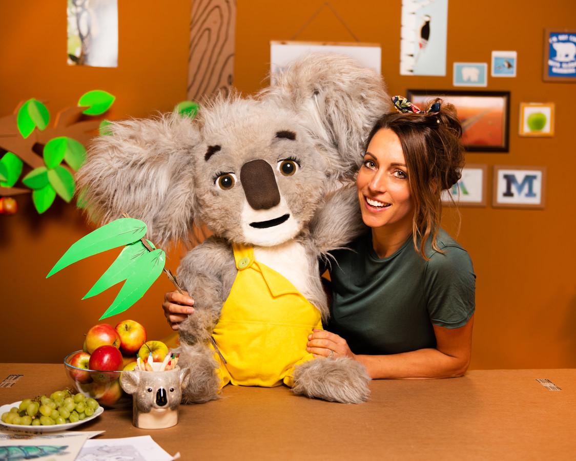 De investeerders die deelnemen aan het tv-programma Dragons'Den hebben twee ton beschikbaar gesteld voor de introductie van Koos de Koala, een knuffel met een boodschap bedacht door oud-Oldenzaalse Liselot Jansen.