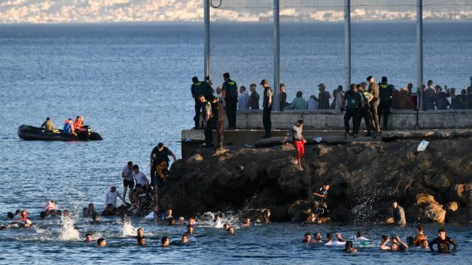 Recordaantal van 6.000 migranten bereikt Spanje te voet of zwemmend vanuit Marokko