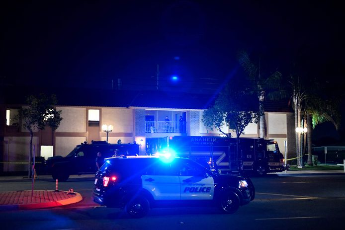 Les policiers qui se sont rendus sur place ont essuyé des coups de feu et ont riposté.