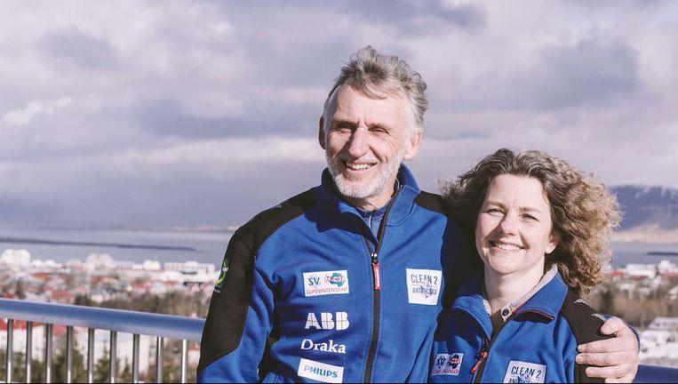 Edwin ter Velde (52) en zijn copiloot, echtgenote Liesbeth (50). Beeld -