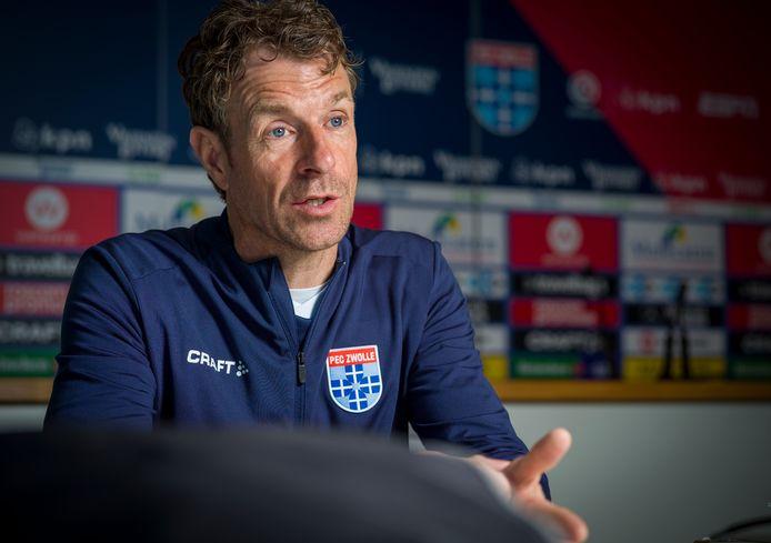 Bert Konterman vertrekt aan het einde van het seizoen bij PEC Zwolle. Hij keert terug naar de KNVB, waar hij coach wordt van Oranje O19.
