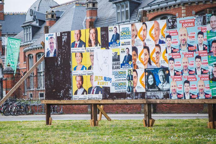 Verkiezingsaffiches ontsieren het straatbeeld, menen Rosanne De Gryse (N-VA) en Anse De Weerdt (Groen).