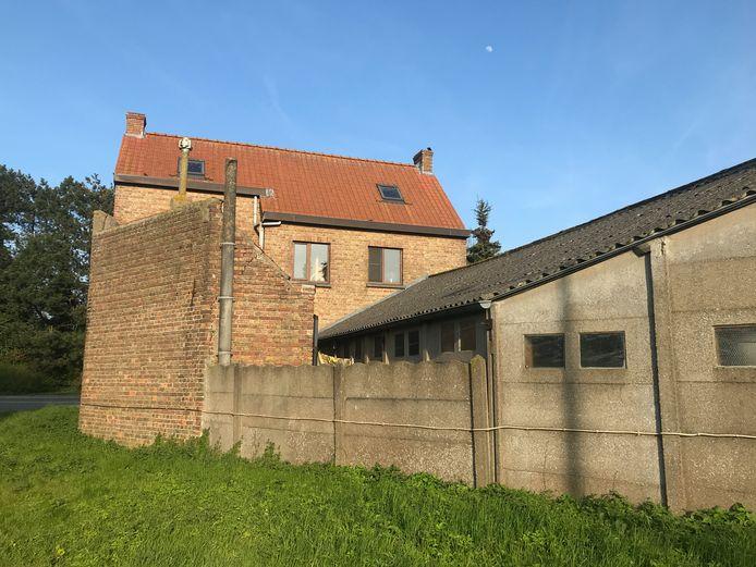 Snaaskerke - De achterkant van het pand in de Dorpsstraat 105 krijgt een nieuwe aanbouw