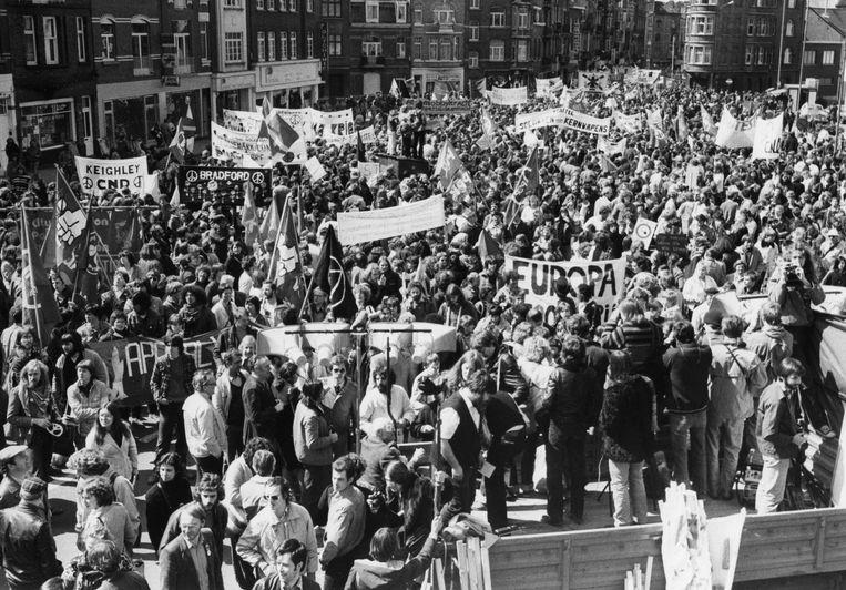 De grootste betoging die België ooit gezien heeft vond plaats in 1983 in Brussel. Zo'n 400.000 man protesteerde tegen de plaatsing van kernraketten door de NAVO.   Beeld BELGA