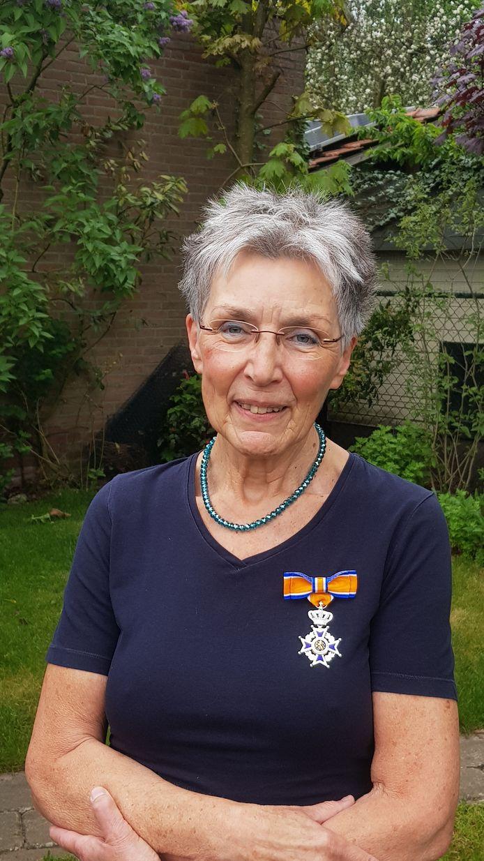 Lous Verrest - Huinen uit Maarheeze is voor haar grote betrokkenheid beloond met de onderscheiding tot Ridder in de Orde van Oranje-Nassau.
