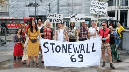 Re-enactment herdenkt ontstaan pride na gewelddadige razzia in 1969 in New York